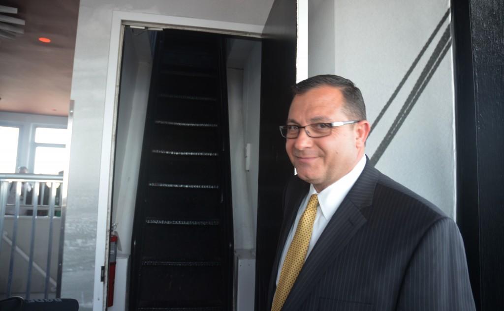 Jean-Yves Ghazi opens the door to the 103rd floor of the Empire State Building - April 30, 2013 (credit: Evan Bindelglass / CBSNewYork)